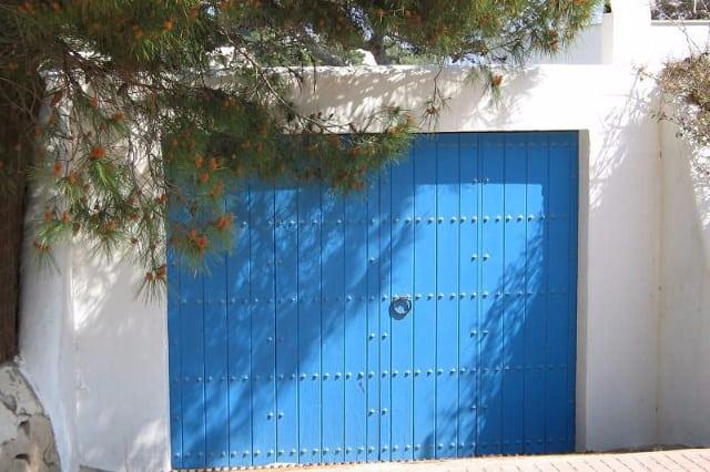 all_steel_sandwich_carriage_house_door_installation