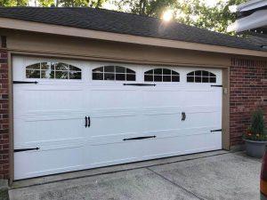 white-carrige_style_garage_door (2)