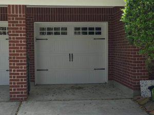 white-carrige_style_garage_door